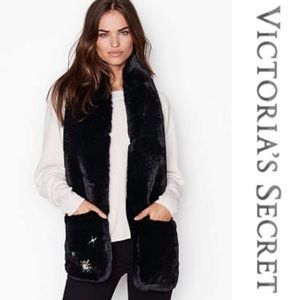 VS Fur Scarf with Mittens 🌿